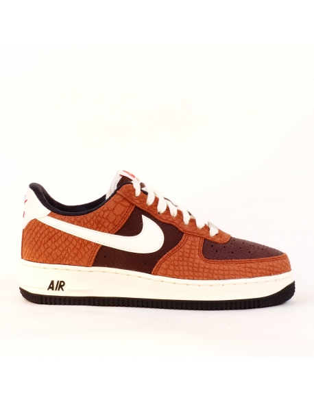 NIKE AIR FORCE 1 PREMIUM RED BARK/SAIL-EARTH-UNIVERSITY RED