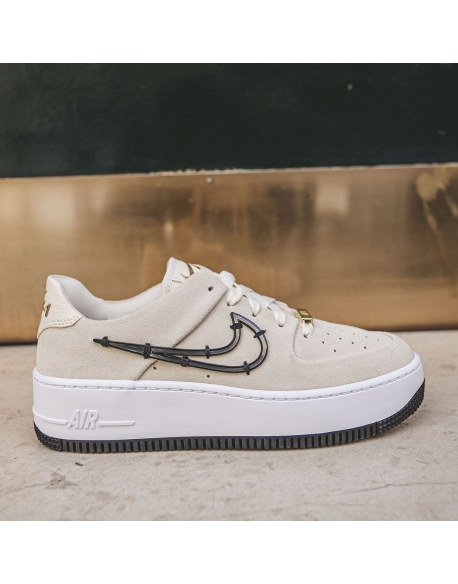 NIKE AIR FORCE 1 SAGE LOW LX LIGHT CREAM/BLACK-METALLIC GOLD-WHITE