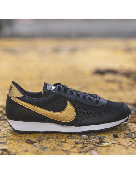 NIKE DAYBREAK BLACK METALLIC GOLD