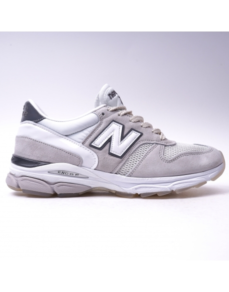 New Balance M7709 Caviar and Vodka